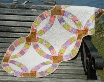 Double Wedding Ring Quilted Table Runner GloryQuilts
