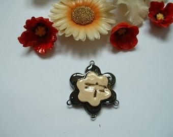 Handmade flower 25mm ceramic connector