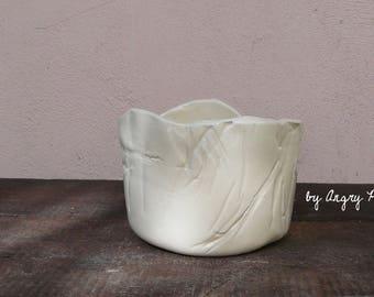 Small bowl effect white textile