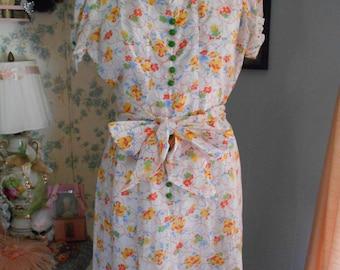 Pretty 1930's Cotton Printed Garden/Tea/Afternoon Dress with Czech Glass Buttons