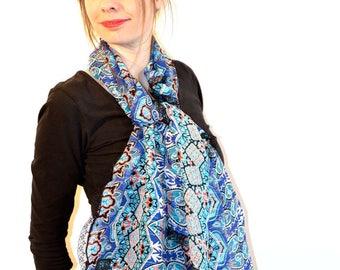 foulard (v9) en voile à impressions camaïeux de bleus