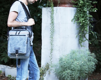 Waxed Canvas vertical laptop bag - zippered - handcrafted - 010079