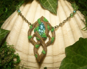 Mossfairy Talisman - handcrafted elvish Pendant with wonderfull Labradorite