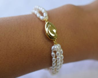 Freshwater bracelet with a gold, silver clasp
