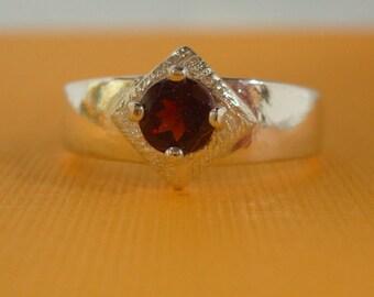 Garnet Ring - Garnet Florentine & Sterling Silver Ring - Ladies Birthstone Ring Size 7 1/2 - January Birthstone