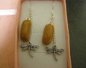pair of dangle earrings, lightning with coffee