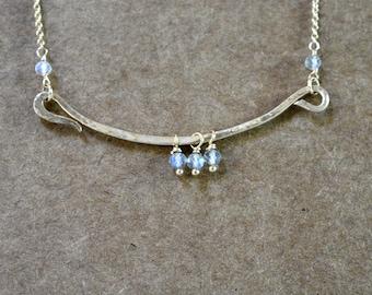14k gold filled hammered bar necklace. gold filled chain. modern minimalist necklace. hammered bar pendant necklace. with labradorite detail