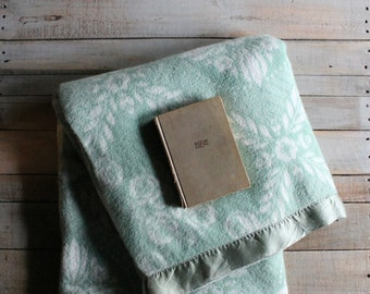 Vintage Green and White Blanket / Throw