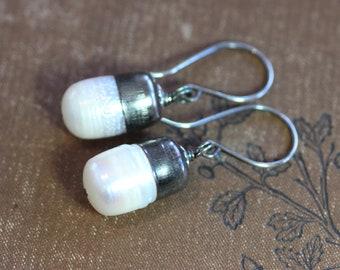 Weiße Perle Ohrringe Kugel begrenzt rustikale Schmuck Silber Ohrringe