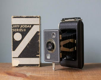 Antique Vintage 1940's Jiffy Kodak Six - 20 Series II Compact Pocket Camera with Original Box