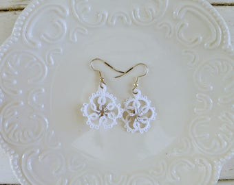 Tatted earrings, tatted lace, white tatted lace, hook earrings, white earrings, tatted jewelry, lace jewelry, gift idea, ready to ship