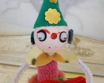 Handmade / Vintage Style / Pipe Cleaner Christmas Elf Figure / Vintage Craft Supplies / Spun Cotton Head / Wreath