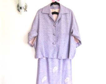 M 50s Cape Suit 2pc Jacket Pencil Skirt Lavender Purple Woven Floral Leaf Appliqué by Cinn Kelly Medium