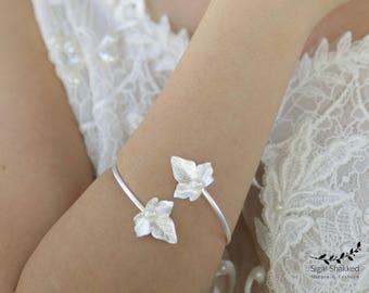 Bridal Bracelet, Wedding Bracelet, Bridesmaid Bracelet, Leaf Cuff, Leaf Bracelet, Silver Woodland Jewelry, Adjustable Bracelet, Silver Cuff