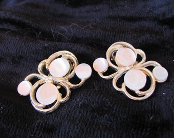 Vintage 60s - Mother of Pearl Clip Earrings