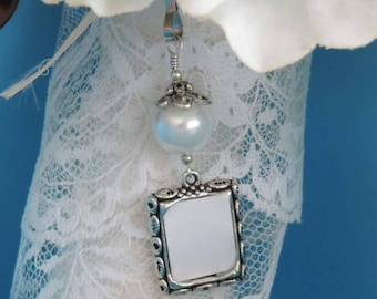 Wedding bouquet photo charm with white, ivory, blue or pink shell pearl. Memorial photo charm. Gift for her. Bridal shower gift. Photo charm