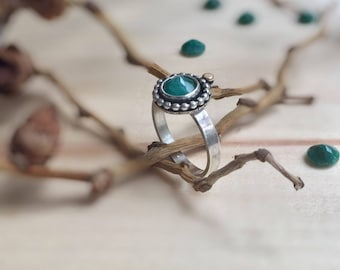 Emerald Ring, Size 8.5 US Inverted Gemstone Ring, May Birthstone Ring, Stacking Ring, Green Gemstone, Gift for Her, Bridesmaids Jewelry