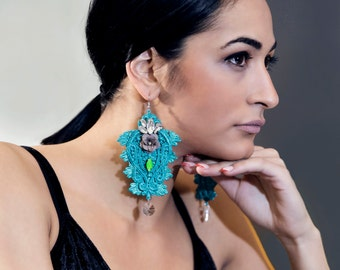 Fashion earrings with crystals and swarovski detail