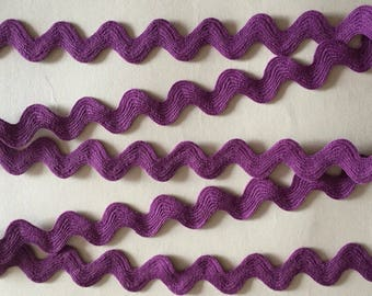 3 metres of 18mm purple cotton ric rac