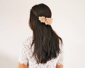 Headband mariage fleurs beige nude champêtre, headband bohème, bijou de tête fleurs beige nude, accessoire cheveux mariage fleurs beige nude
