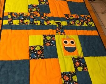 Peek a boo baby quilt