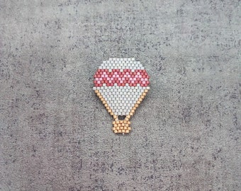 Hot Air Balloon Brooch zigzag pattern in Miyuki beads / grey purple and pink / Handwoven Brooch / Travel Invitation