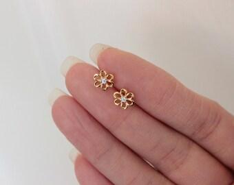 Flower Stud Earrings, tiny gold studs, dainty stud earrings, Children Earrings, Everyday jewelry, Minimalist Earrings Flower Girl Gift