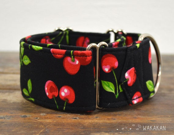 Martingale dog collar model Pin Up. Adjustable and handmade with 100% cotton fabric. Cherries in black background, retro style. Wakakan