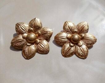 Vintage gold flower brooch set of 2 matching