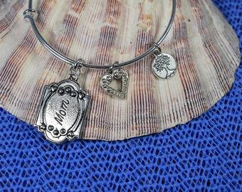 Mom Bracelet.....Mother's Gift....Family Bracelet....Expandable Silver Plated Bangle Bracelet