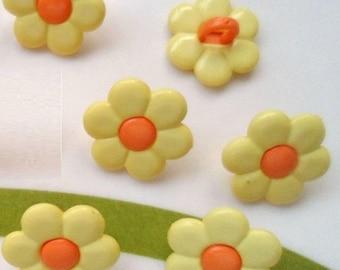 LOT 6 buttons: flower yellow/orange 14mm