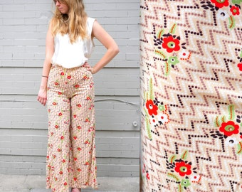 70's Beige Floral High Waisted Bell Bottom Pants in Women's Small . Zig Zag Retro Design Breezy Summer or Spring bellbottoms flares