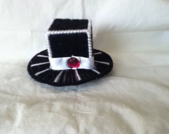 Black and white top hat barrette