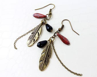 Earrings 'Beryl' - Bronze feathers and chain, red and black glass beads - Ethnic earrings, boho, statement earrings, handmade
