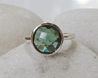 Round Green Quartz Ring- Stackable Gemstone Bezel Ring- Statement Green Stone Ring- Solitaire Sterling Silver Ring-