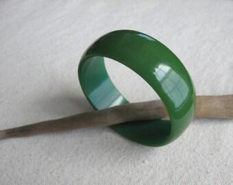 Green Bakelite Bracelet / Bakelite Bangle / Green Bracelet