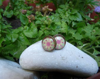 Stud Earrings with cabochon in shades of yellow and pink