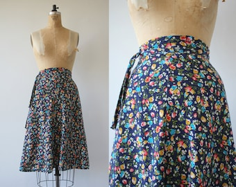 vintage 1970s wrap skirt / 70s navy floral wrap skirt / 70s cotton skirt / 70s festival skirt / 70s boho wrap skirt / sz small medium 28W