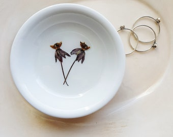 Milkweed Flower Ring Dish, Real Pressed Flowers, Jewelry Dish, Floral Ring Dish
