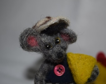 Mouse eating cheese needle felted one of a kind OOAK toy, Christmas gift, animals