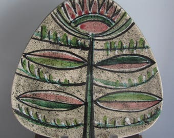 POTTERY PLATE, triangle shape, displaying flower, leaves, mailed from Canada