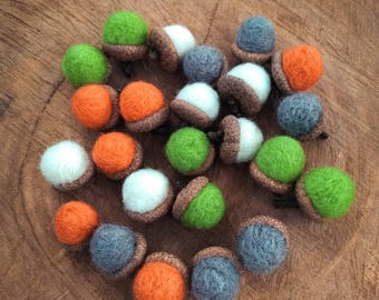 Felted Acorns\Set of 6 Wool Felted Acorns\Felted Acorns With Real Oak Caps\Tree Decorations\Natural Decoration\Woodland Decor\Rustic