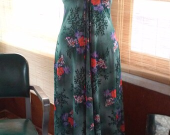 70s GREEN JERSEY HALTER Dress--Maxi--Flower Print--Front Bow Tie--Size 8