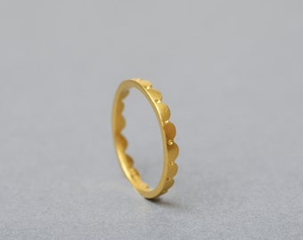 18ct Gold Scalloped Ring Fine