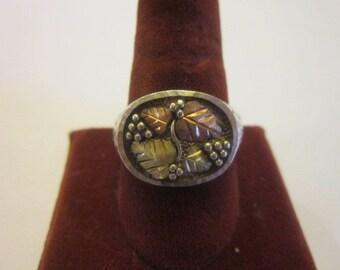 Vintage Native American Sterling Silver & Gold Artist Signed Man's Ring Grape vine Motif