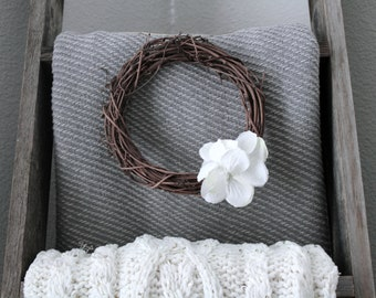 Mini Wreath (White flowers)