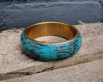 VINTAGE brass bangle bracelet with wooden outer side, upcycled with patina blue paint.