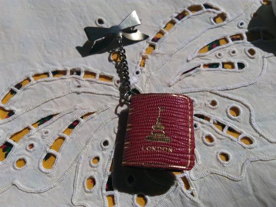 Rare Collectible Pin Picadilly Circus London Book Miniature Monument Photo Postcard Tussauds Big Ben Buckingham Palace #sophieladydeparis