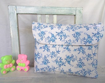 sweet blue roses Changing Pad and diaper bag