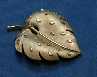 Vintage Trifari Gold Tone Leaf Pin Brooch